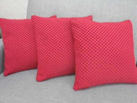 Pynte pude 40 x 40cm med stof Point fv. 808 pink